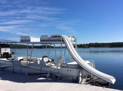 Pontoon for rent on Norfork Lake