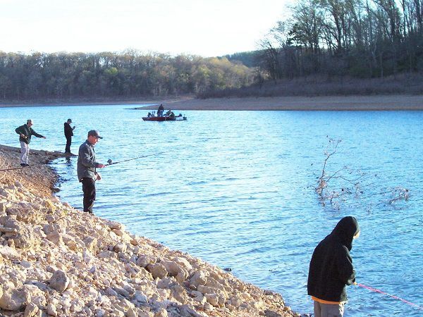 Kids fishing on shore of Norfork Lake